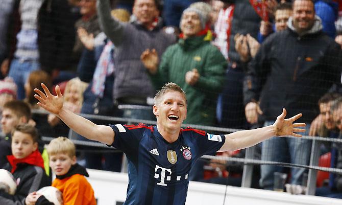Bayern Munich's Bastian Schweinsteiger celebrates his goal against FSV Mainz 05 during their Bundesliga match in Mainz on Saturday
