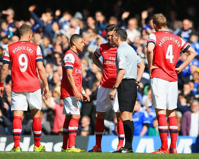 Alex Oxlade-Chamberlain of Arsenal appeals to Referee Andre Marriner after he gave Kieran Gibbs of Arsenal (not pictured) a red card