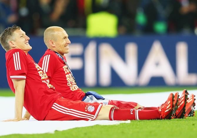 Arjen Robben of Bayern Muenchen,right, celebrates victory with teammate Bastian Schweinsteiger