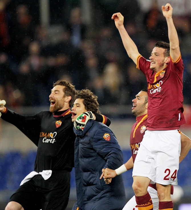 Alessandro Florenzi,right, of AS Roma and his teammates celebrate their victory after the Serie A match against Torino FC