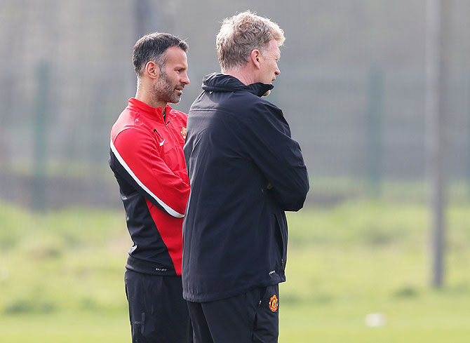 Manchester United manager David Moyes talks with Ryan Giggs during a training session at the Aon Training Complex on Monday