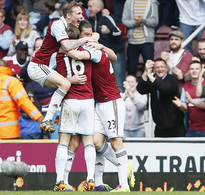 EPL: West Ham hang on after win over Spurs