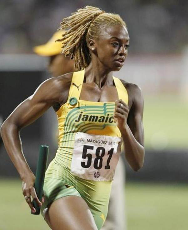 Jamaica's Dominique Blake competes in the women's 4x400 metres relay final at the Central American and Caribbean games in Mayaguez July 30, 2010.