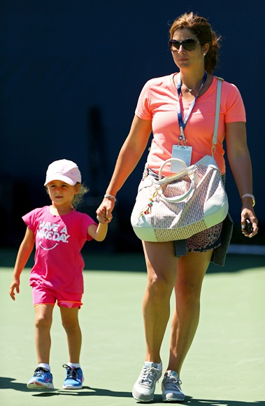 Mirka Federer leaves the practice courts with daughter