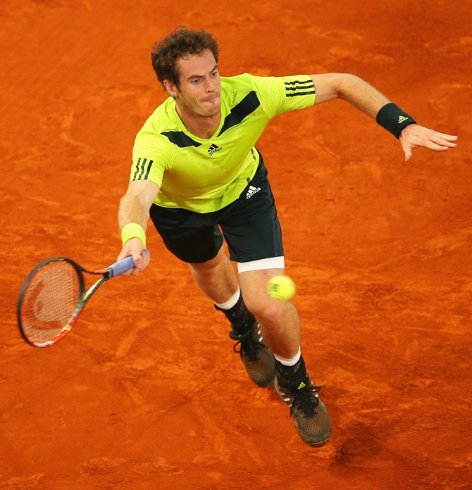 Murray holds nerve to see off Almagro