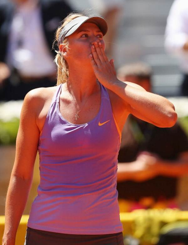 Maria Sharapova of Russia blows a kiss to the crowd after her victory over Li Na of China.