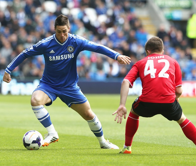 Fernando Torres of Chelsea takes on Declan John during the Barclays Premier League match against Cardiff City