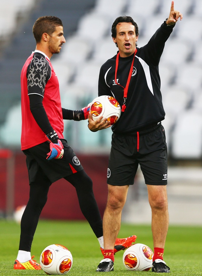 Head Coach Unai Emery of Sevilla gives direction to Javi Varas