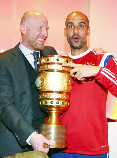 Bayern Munich's coach Pep Guardiola (right) and sports director Matthias Sammer pose with the German DFB Cup