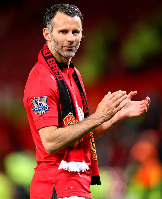 Giggs retires from playing to focus on coaching Manchester United