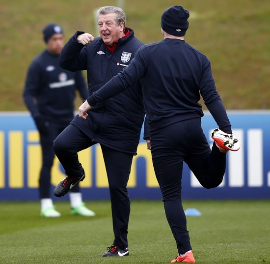 England manager Roy Hodgson (left) speaks with Wayne Rooney