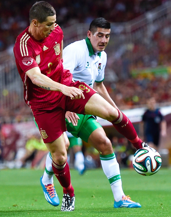 Fernando Torres of Spain competes for the ball with Ronald Equino of Bolivia