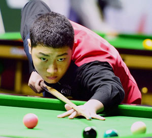 China's 14-year-old Yan Bingtao during his quarter-final against 12-time World champion Pankaj Advani IBSF World Snooker Championship, at the Sree Kanteerava indoor stadium, in Bengaluru.