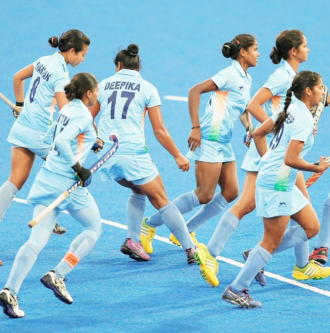 beat clinch women s hockey bronze com sports n women s hockey team