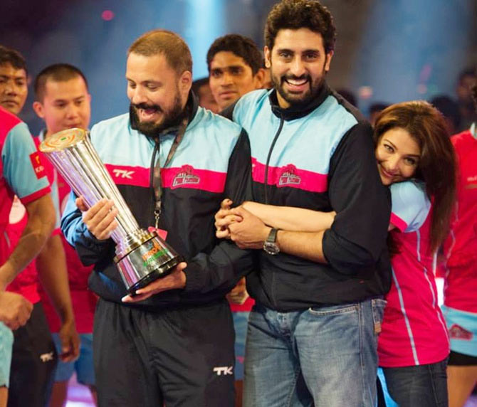 Aishwarya Rai Bachchan celebrates with husband Abhishek Bachchan after the Pro Kabaddi League final