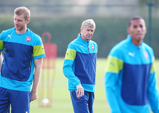 Arsene Wenger watches a training session
