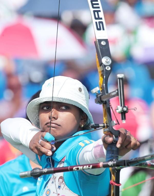 Rediff Sports - Cricket, Indian hockey, Tennis, Football, Chess, Golf - Hope my old bow brings luck, says Deepika