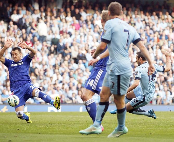 Rediff Sports - Cricket, Indian hockey, Tennis, Football, Chess, Golf - EPL: Lampard goal, United defeat highlight astonishing day