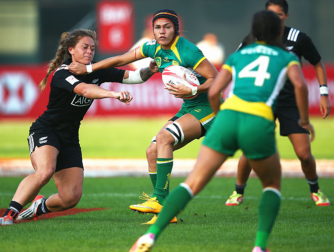Brazil's Beatriz Futuro Muhlbauer in action averts a challenge by her New Zealand opponent during Day One of the HSBC Sevens World Series at The Sevens Stadium in Dubai, on December 3