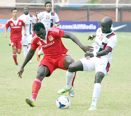 Pune FC striker Eric Brown (#10) and Mohun Bagan's Bello Rasaq (#36) vie for possession during their Federation Cup match on Thursday