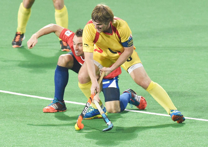 A Dabang Mumbai player (left) is challenged by a Ranchi Rays playerPTI