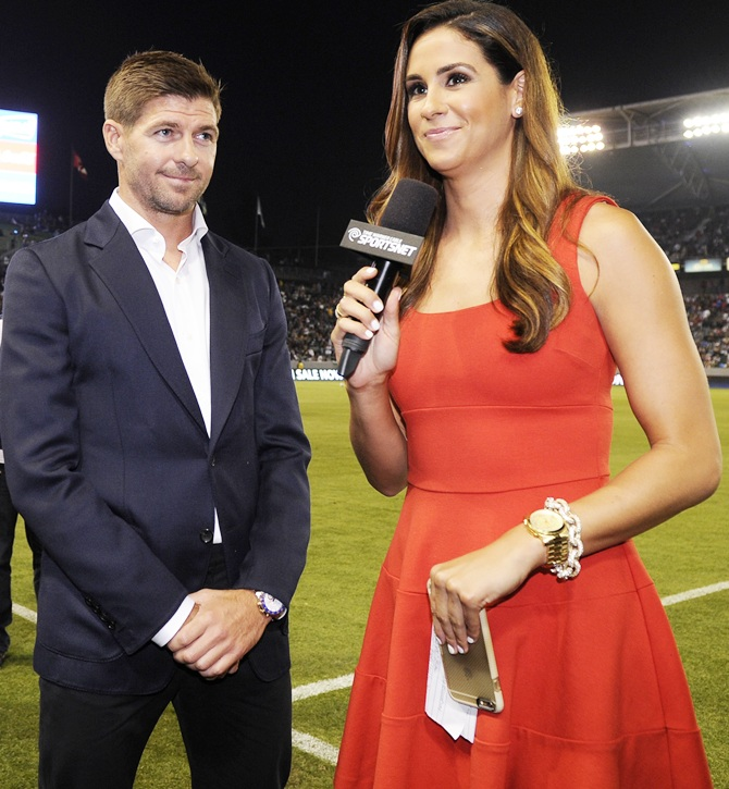 Rediff Sports - Cricket, Indian hockey, Tennis, Football, Chess, Golf - 500 beer bottles make Gerrard an instant hit at LA Galaxy