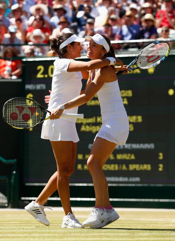 Sania enters doubles final; Paes chases mixed doubles glory