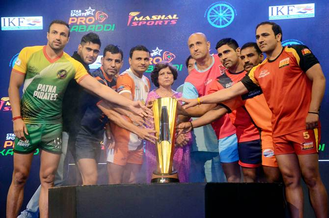 Captains of the eight franchises unveil the trophy for Star Sports Pro Kabaddi Season 2 at Star Sports Studio, in Lower Parel, Mumbai