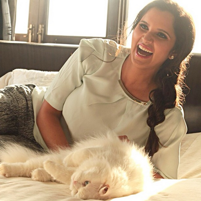 Rediff Sports - Cricket, Indian hockey, Tennis, Football, Chess, Golf - Tennis star Sania lends support to PETA campaign