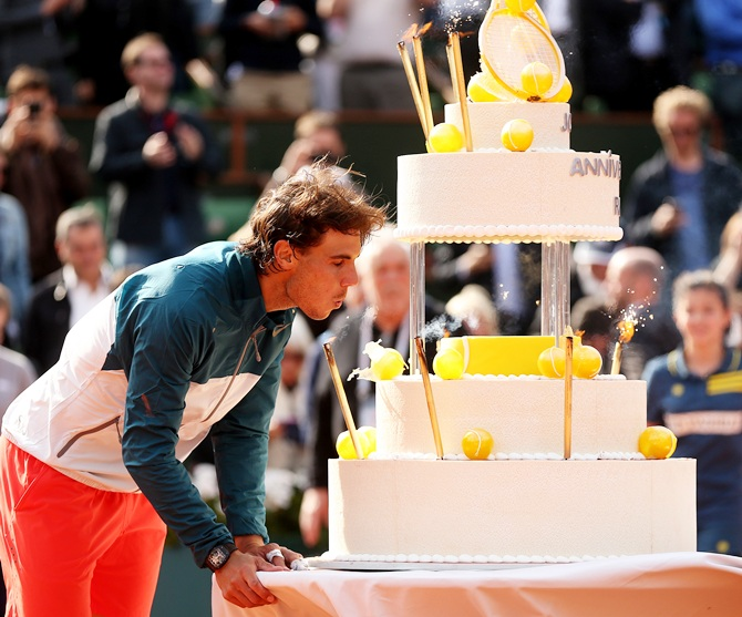 Photos Birthday Boy Nadal Takes The Cake At Roland Garros