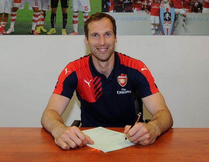 Rediff Sports - Cricket, Indian hockey, Tennis, Football, Chess, Golf - Chelsea keeper Cech joins London rivals Arsenal