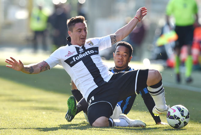 Cristian Rodriguez (left) of Parma FC is tackled by Urby Emanuelson of Atalanta BC during the Serie A match at Stadio Ennio Tardini on March 8, 2015
