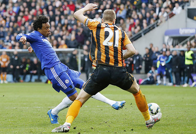 Loic Remy scores the third goal for Chelsea