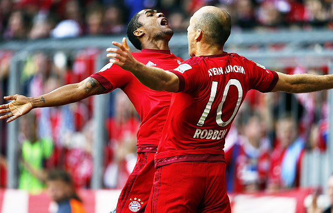Bayern Munich's Arjen Robben (right) celebrates with Douglas Costa after scoring agains VfB Stuttgart during their Bundesliga match in Munich, on Saturday