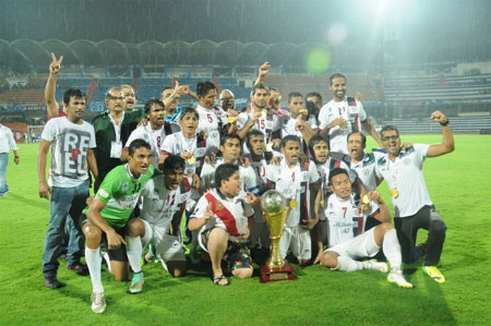 Mohun Bagan players celebrate after winning the I-League