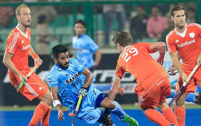 Indian and Dutch players in action