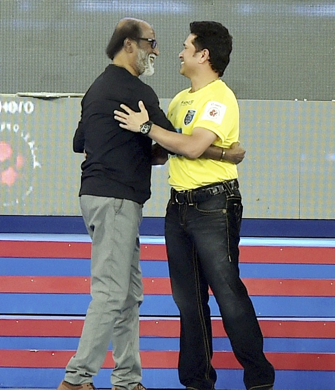 Rediff Sports - Cricket, Indian hockey, Tennis, Football, Chess, Golf - ISL Opening Ceremony: Aishwarya, Alia steal the show