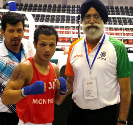 Image: Devendro Singh with Indian national boxing coach GS Sandhu (right) and assistant coach Jaidev Bisht (left)
