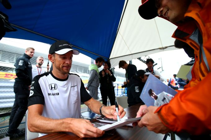 Button hits back at Lauda comments