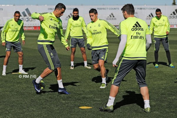 Real Madrid's players during a training session