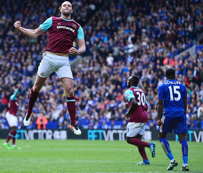 Rediff Sports - Cricket, Indian hockey, Tennis, Football, Chess, Golf - EPL PHOTOS: West Ham dent Leicester's title challenge; Liverpool beat Bournemouth