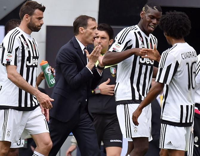 Rediff Sports - Cricket, Indian hockey, Tennis, Football, Chess, Golf - Serie A: Juventus tighten grip on top spot, Totti saves Roma