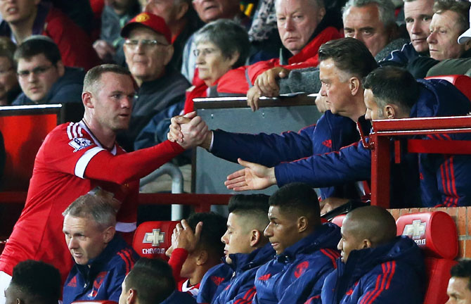 Manchester United's Wayne Rooney shakes hands with managerLouis van Gaal after being subtituted