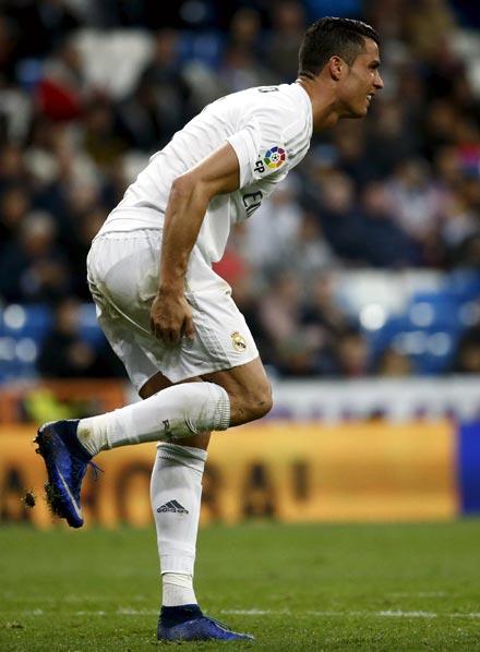 Rediff Sports - Cricket, Indian hockey, Tennis, Football, Chess, Golf - Injured Ronaldo doubtful for Champions League clash against City