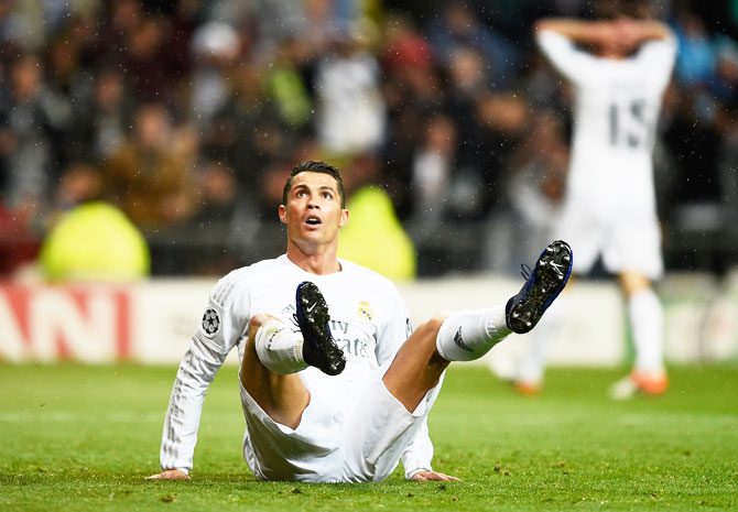 Rediff Sports - Cricket, Indian hockey, Tennis, Football, Chess, Golf - Injured Ronaldo to undergo stem cell therapy for quick recovery?
