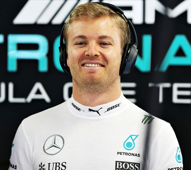 Russian Grand Prix: Rosberg on pole; Hamilton hits trouble
