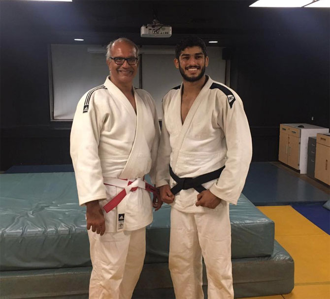 Avtar Singh (right) with India's veteran judoka Cawas Billimoria