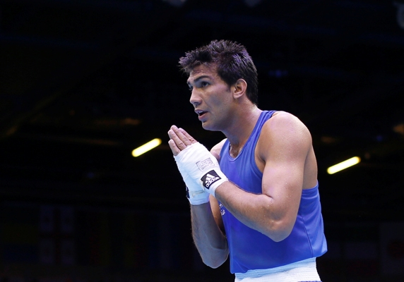 Indian boxer Manoj Kumar acknowledges the crowd