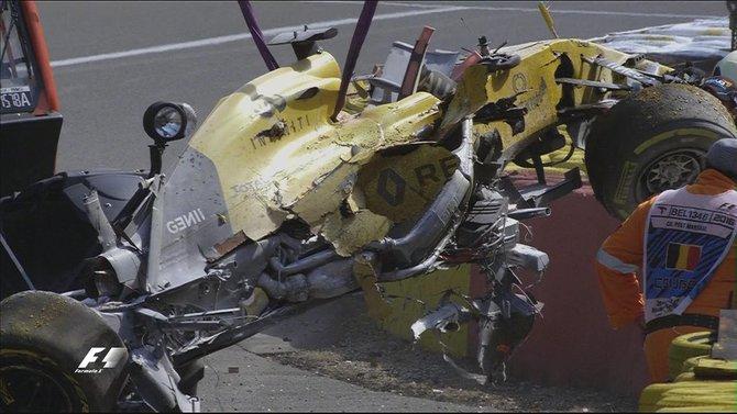 Belgian GP: Magnussen taken to hospital for checks after crash