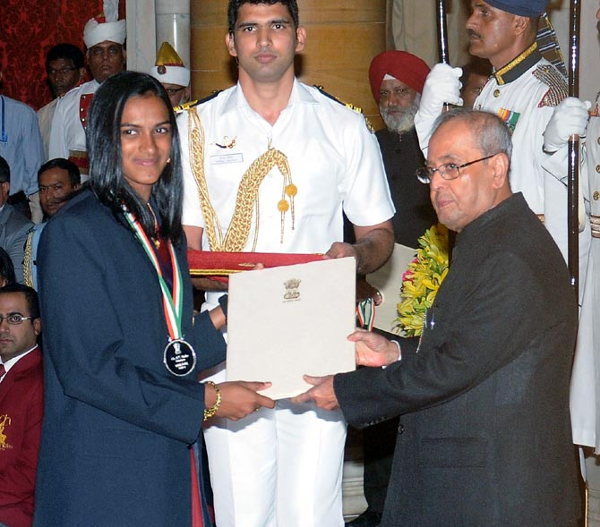 Rediff Sports - Cricket, Indian hockey, Tennis, Football, Chess, Golf - PHOTOS: Sindhu, Sakshi, Dipa, Jitu conferred Khel Ratna